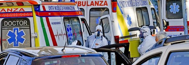 Napoli, mancano gli infermieri e le ambulanze restano soltanto con l'autista