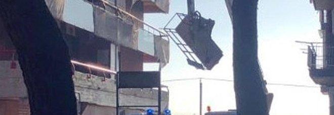 Taranto, morti due operai: caduti da un cestello elevatore