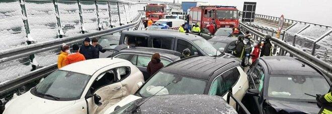 Incidente su A32 Torino-Bardonecchia per il ghiaccio: due morti, 25 auto coinvolte