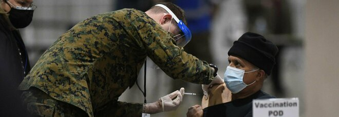 Vaccino, Biden: «Entro maggio avremo dosi per tutti gli americani»
