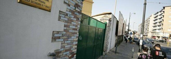 Napoli: ladri a scuola, rubati pc e videoproiettori nell'istituto Mastriani di Poggioreale