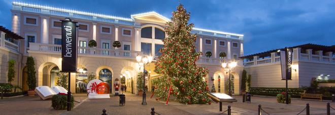 La Reggia outlet, il Natale si accende da novembre   Il Mattino