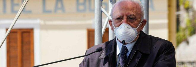 Campania zona gialla, il monito di De Luca: «Vedo gente senza mascherina, così torniamo in zona rossa»