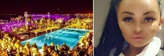 Ibiza, la vacanza d'«inferno» della ragazza inglese positiva continua: 87 ospiti in isolamento forzato nel Covid Hotel