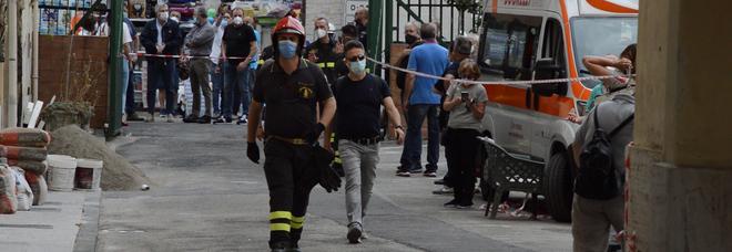 Napoli, crepe e lesioni nel palazzo a Fuorigrotta: venti famiglie sgomberate