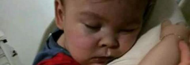Alfie, l'appello di papà Tom a Papa Francesco: «Venga a vedere come mio figlio è ostaggio dell'ospedale»