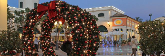 Natale all\'outlet La Reggia con la magica e suggestiva nevicata | Il ...