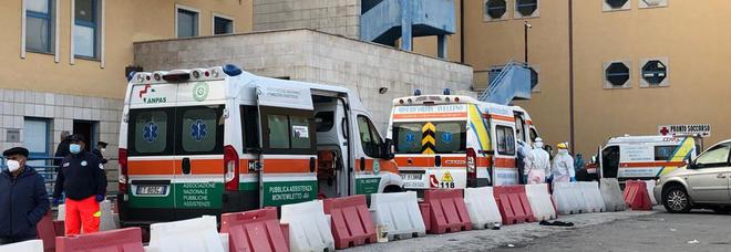 L'Asl si prepara per la terza dose ma rischia di perdere le ambulanze