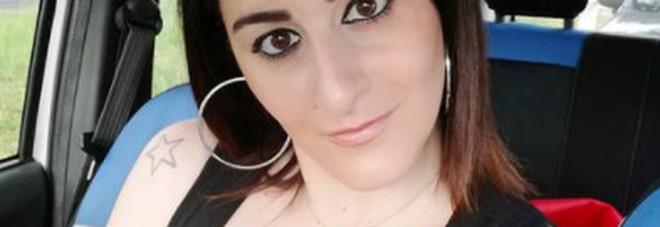 Attrice comica napoletana vittima degli hacker: «Le mie foto rubate per i siti porno»