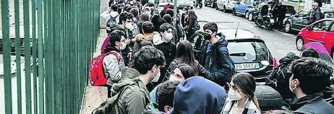 Campania zona gialla, scuole aperte dal liceo Umberto all'Itc Pagano: «Di nuovo insieme pronti all'esame»