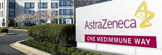 Astrazeneca consigliato per over 60. Aifa: «Nessun pericolo di trombosi in Pfizer e Moderna»
