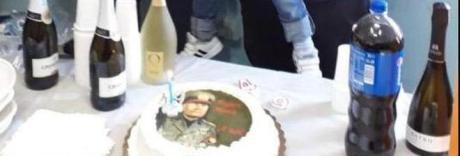 Una torta col volto di Mussolini, che lite sul compleanno di Nonno