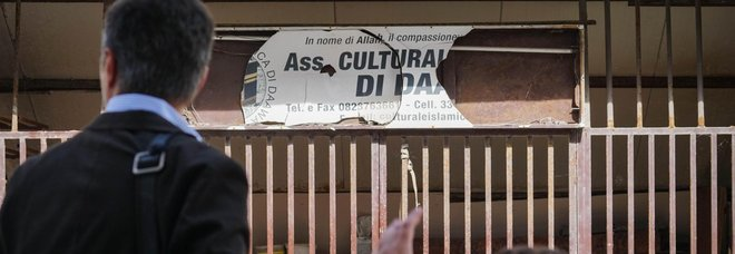 L'esterno della moschea di Licola dove è stato fermato il sospetto jihadista