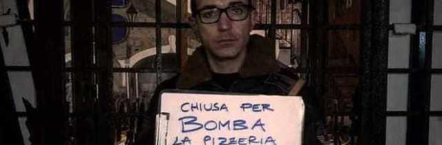 Choc a Napoli, bomba devasta la storica pizzeria Sorbillo: «Ma non smetterò di amare questa città»