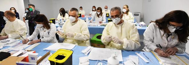 Covid in Campania, oggi 1.352 positivi e 11 morti: l'indice di contagio torna al 9%, crescono ricoveri e terapie intensive