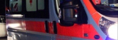 Sperona l'auto dei carabinieri, si schianta contro albero e muore