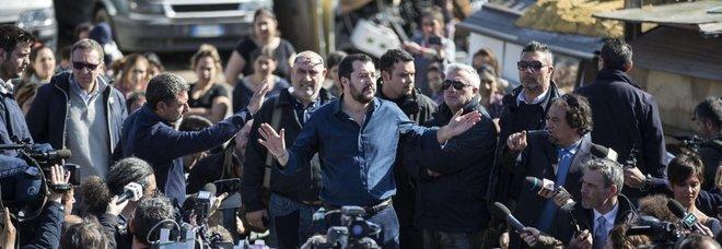 Salvini: faremo censimento dei rom ma quelli italiani dobbiamo tenerceli. La replica: «È illegale». Il Pd insorge