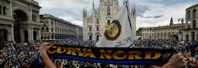 Festa scudetto, assembramenti in Piazza Duomo