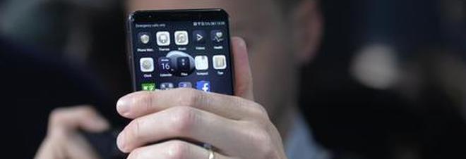Smartphone Android, scoperto il virus che li trasforma in spie: rubati dati per anni