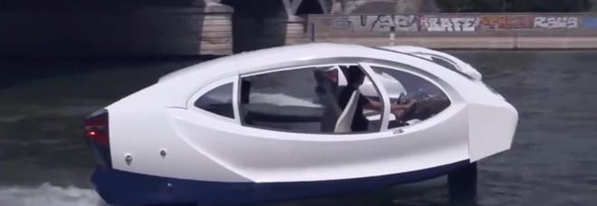 Parigi, il «taxi volante» viaggia sul fiume: la polizia ferma i veicoli del futuro