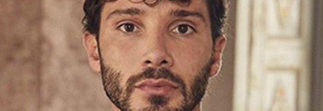 Stefano De Martino e l'infanzia a Torre Annunziata: «L'eroina arrivava fin sulle scale di casa»