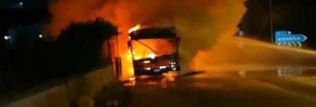 Bus della Ctp prende fuoco appena uscito dal deposito