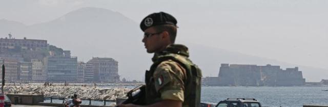 Napoli e la minaccia del terrorismo Pattuglie, esercito e dissuasori ma ai Decumani vince la paura