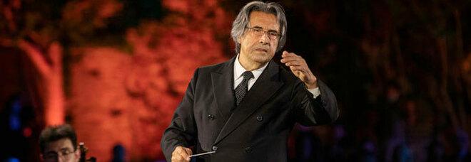 Riccardo Muti tra i ragazzi di Scampia: «Suoneremo contro i luoghi comuni»