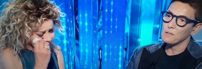 Domenica In, Eva Grimaldi scoppia in lacrime e interrompe l'intervista: «Non ce la faccio...». Interviene Mara Venier