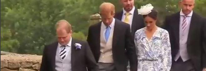 Meghan Markle, outfit bohémien alle nozze della nipote di Lady D: ma questa volta piovono critiche