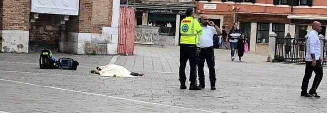 Venezia, cadavere davanti a una chiesa: è di un ragazzo tedesco