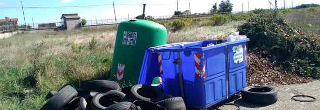 Emergenza rifiuti, ad Avellino l'isola ecologica resta in alto mare