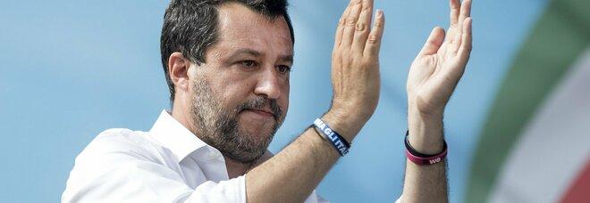 Salvini: «Aiuti ai comuni in dissesto e per Napoli lavoriamo per l'unità»