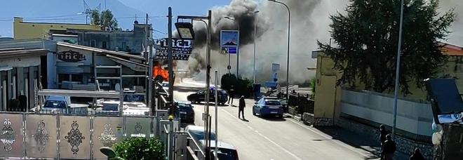 Paura nel Napoletano: in fiamme furgoncino che trasportava uova