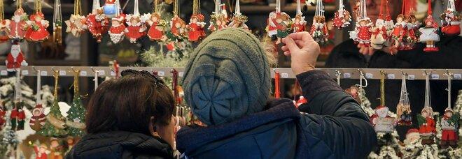 Spostamenti, il piano per Natale: regioni chiuse (salvo deroghe). Ok ai parenti stretti al cenone
