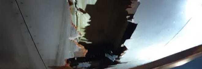 India, aereo con 136 persone a bordo colpisce un muro durante il decollo