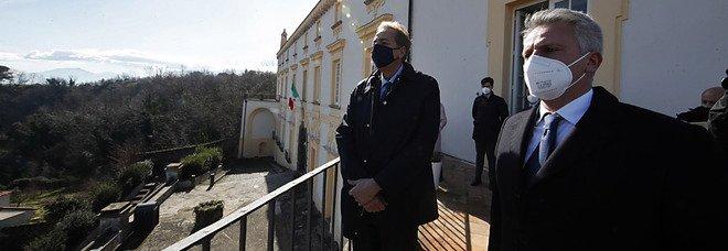 Napoli, il prefetto firma otto provvedimenti antimafia interdittivi: chiusi negozi e hotel