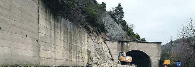 La frana di Orsara non finisce mai: cantiere aperto, strada chiusa