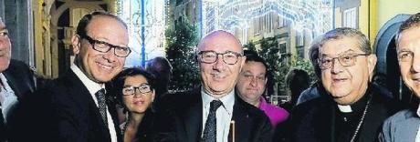 È San Gennaro, via Duomo si accende dopo 70 anni