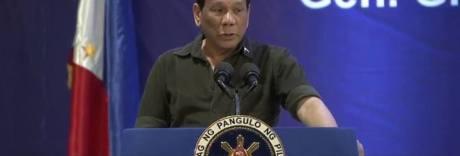 Il presidente delle Filippine: «I vescovi sono gay e  figli di p...»