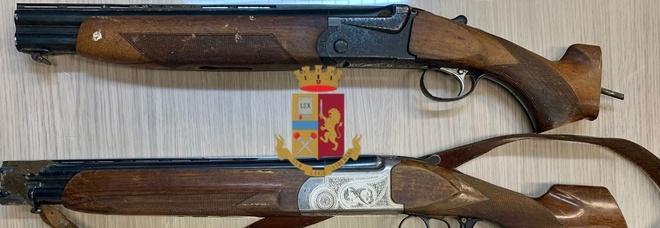 Spari in piazza a Frattamaggiore, arrestati due uomini: sequestrati due fucili a canne mozze