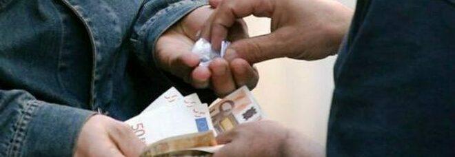 Picchia il padre con spranga di ferro: voleva i soldi per la droga, arrestato