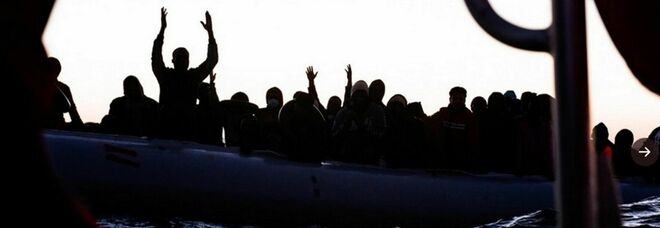 Migranti, a Lampedusa sbarcate 84 persone da un barcone arrivato sulla più grande delle Pelagie