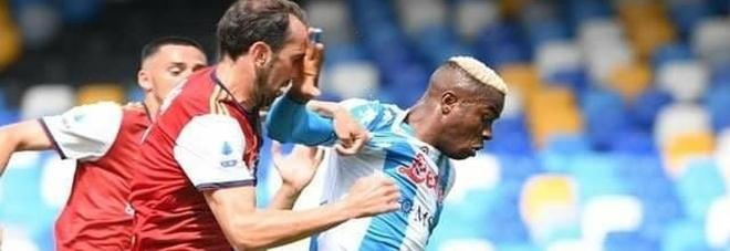 Napoli-Cagliari, pari e polemiche: «A noi annullano, alla Juve regalano»