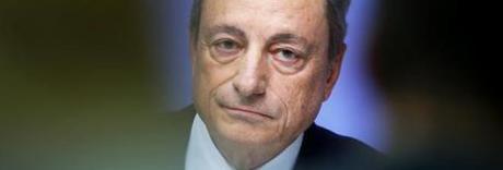 Draghi: taglio tassi e nuovi stimoli, ma Trump: «Così colpisce gli Usa»