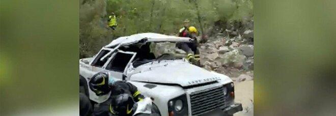Arezzo, incidente a minivan che precipita in una scarpata: feriti 6 tra operai e tecnici