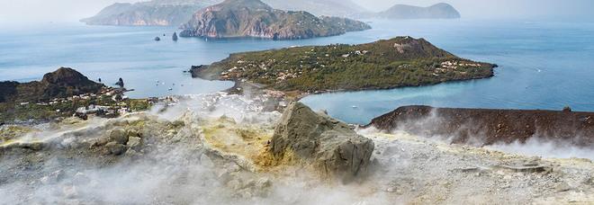 Vulcano, malori ad abitanti e animali alle Eolie: case sgomberate per fumi con anidride carbonica oltre il tollerabile