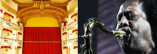 A sinistra l'interno del teatro Sannazaro, a destra James Senese suona il sax