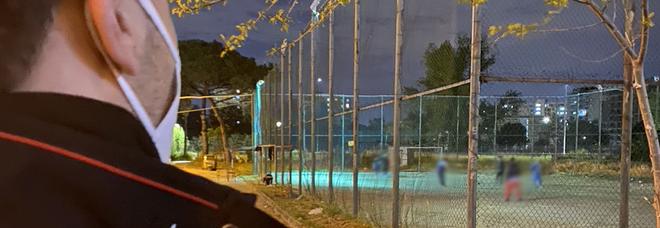 Scampia, partita di calcetto nelle Vele: in campo 10 ragazzini, scattano le multe anti-Covid