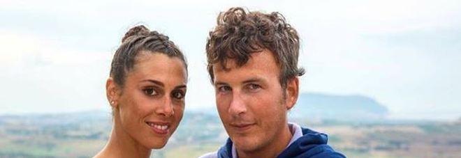 Diego Fusaro, parla la fidanzata: «Mai fatto l'amore. Lavo e stiro, sono sottomessa»